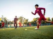 在中国孩子都有哪些渠道踢足球?