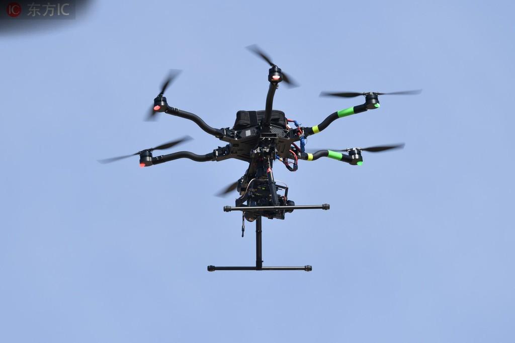 不莱梅用无人机监视霍芬海姆训练,警方介入调查