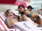 度假,卡里乌斯与女友相约海边