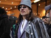 最近,在伦敦参加时装周的贝莱林又换上了一套酷酷的...