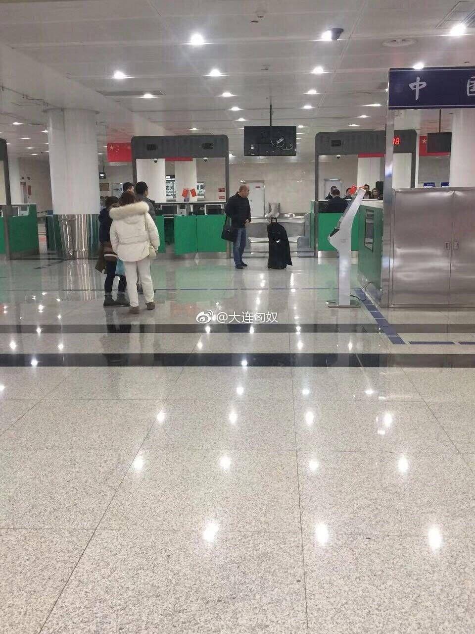 网友爆料,雅尔丁已经抵达大连周水子国际机场。
