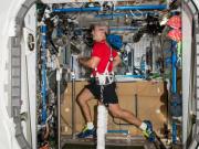 康复利器,凯恩用上月球漫步机